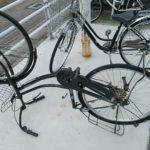 ひっくり返る自転車